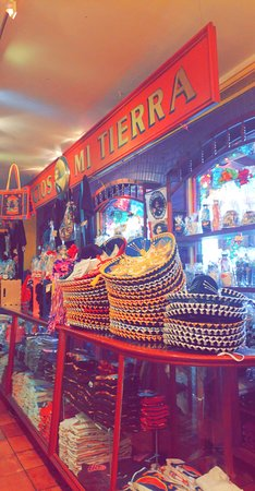 Mi Tierra Cafe & Bakery: Little gift shop counter inside restaurant