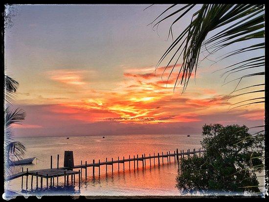 The Sunken Fish Tree Top Ocean View Bar & Restaurant: burning northshore sunsets