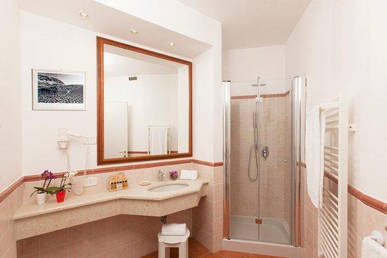 Hotel Villa Domizia: Camera Marina - bagno