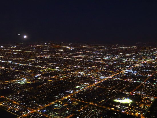 United Airlines: UA607 EWR-PHX 737-900 FC Seat 4A - Approach Into PHX