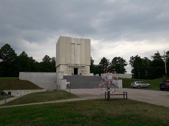 Pomnik Mauzoleum żołnierzy poległych w bitwie pod Ostrołęką