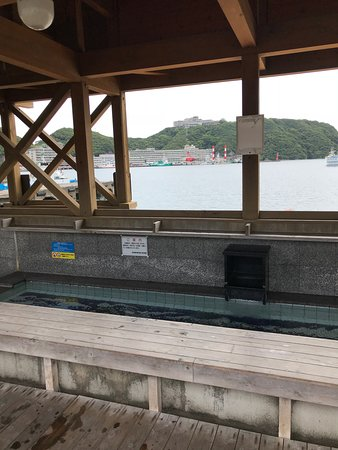 Katsuura Onsen : View of the foot bath and the harbor looking toward the Hotel Urashima