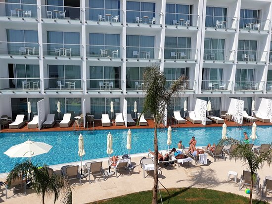 Sofianna Resort & Spa: Family pool area with swim up poolside rooms