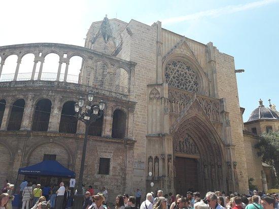 Basilica de la Virgen de los Desamparados: basílica21