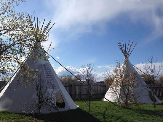 Provost, Canada: Tipis
