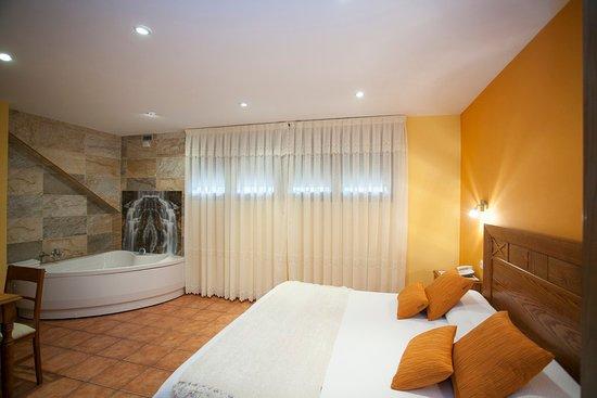 Hotel- Spa Verdemar: habitacion con jacuzzi