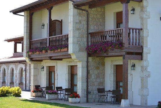 Hotel- Spa Verdemar: blacones del hotel   y  terrazas