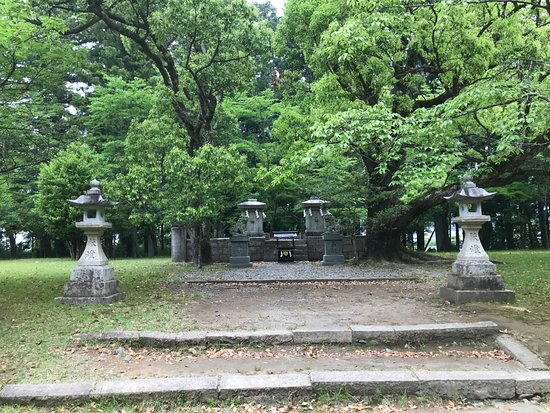 Kyushachi - Oyunohara: Markers and camphor trees on the site of the original Taisha