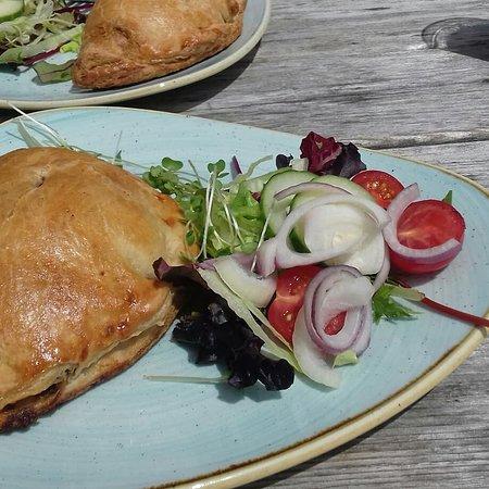 Postbridge, UK: Pasty and salad