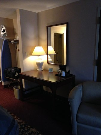 Our Lady of the Snows Shrine Hotel: desk or table perhaps