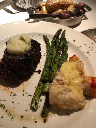 Delmonico Steakhouse: Filet Oscar Style
