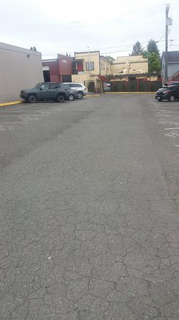Burien, واشنطن: This is the parking lot directly behind the restaurant.