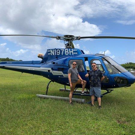 通往哈纳豪华旅游和直升机飞行的小团体之路照片