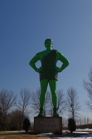 Blue Earth, MN: green giant statue