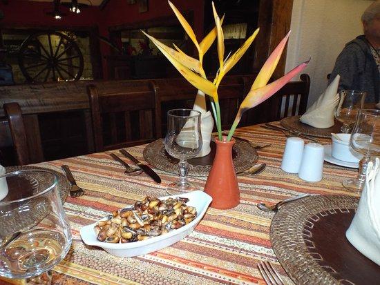Hacienda Abraspungo Restaurante Bar: Table top with Tostados