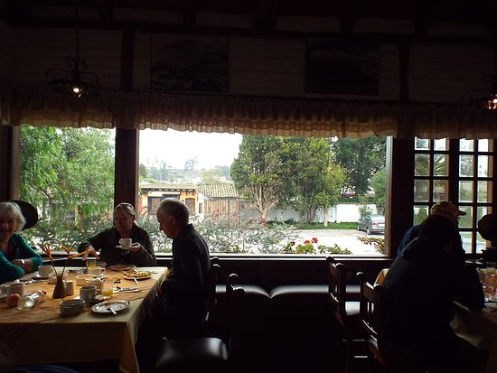 Hacienda Abraspungo Restaurante Bar: Grab what you want