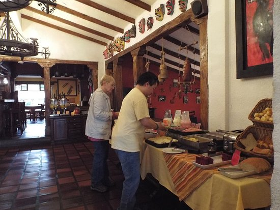 Hacienda Abraspungo Restaurante Bar: Loooking towards the lower dining area