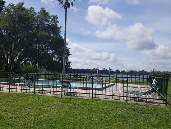 Palm Lakefront Resort and Hostel: Another beautiful day at Palm Lakefront