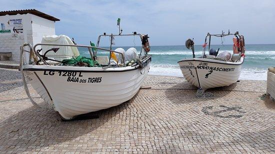 Salema Beach: Łodzie rybaków.