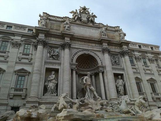 น้ำพุเทรวี่: Fontana di Trevi