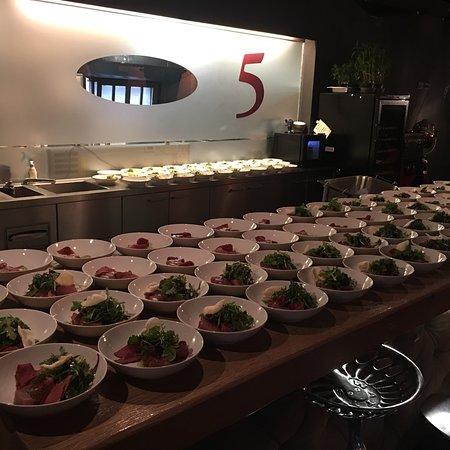 Restaurant 5 Photo