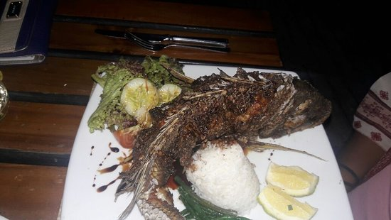 Coral Coast, Fiji: Whole fish, was tasty!