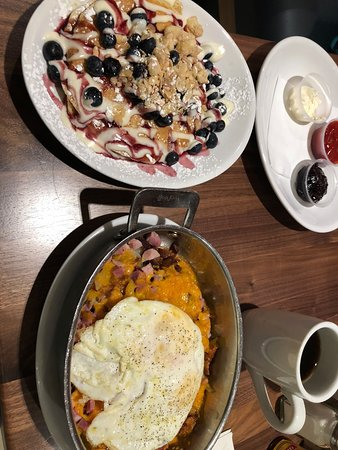 Wildberry Pancakes and Cafe : Blueberry Danish Pancake and Skillet