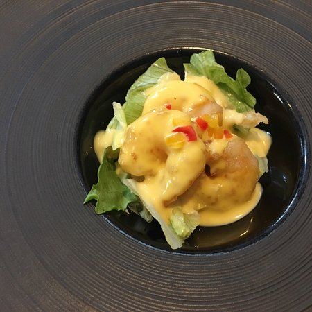 海老料理は海老チリ、塩炒め、マンゴーソースから1つ、肉料理は2つからチャーハン、担々麺から1つ、デザートはマンゴープリン杏仁豆腐から1つとそれぞれ選びます