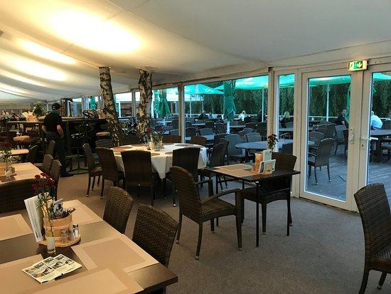 Spargelhof Kremmen GmbH & Co. KG: Blick zur Terrasse