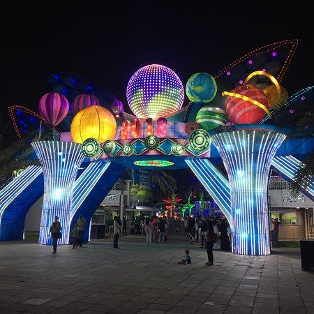 Dubai Garden Glow ภาพถ่าย