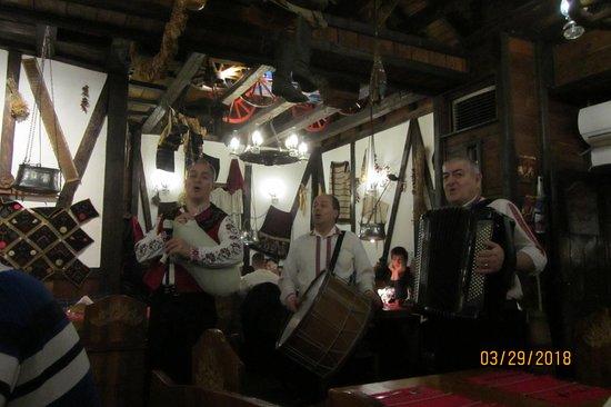 Hadjidraganovite kashti: The live band