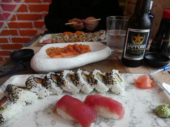 Sushi Yakuza : 2 set lunch + Salmon Sashimi 1