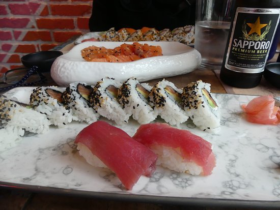 Sushi Yakuza : Tuna California Roll (8 pieces + 2 Nigiri)