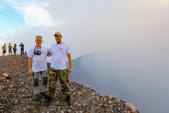 Trek Nicaragua Volcano Expeditions: Au bord du cratère du volcan Telica avec Yannick