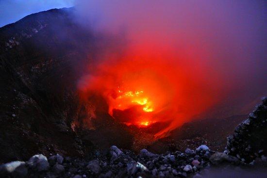 Trek Nicaragua Volcano Expeditions: Activité volcanique dans le cratère du volcan Telica