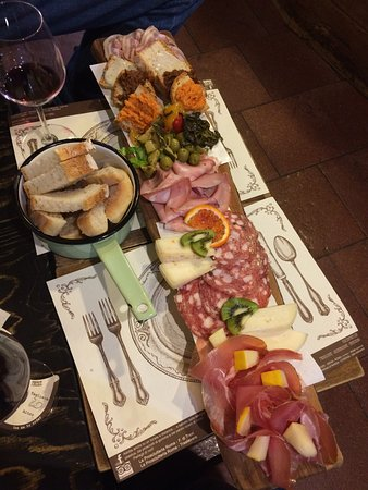 Prosciutteria Cantina Dei Papi Trevi: Meat and Cheese Board for two
