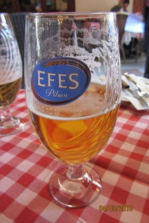 Cozy Restaurant Cafe & Pub: Efes beer is readily served there