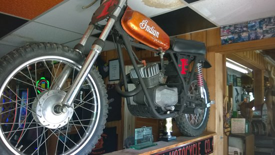Korner Post Restaurant: Moto Decor
