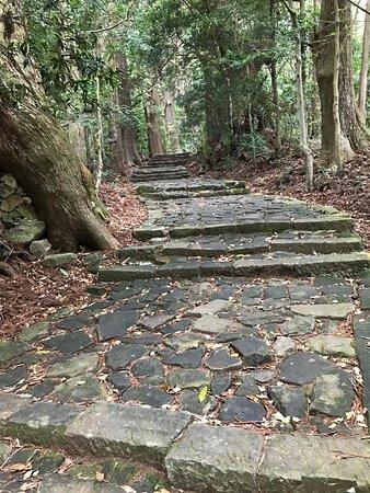 Daimonzaka: An ancient staircase