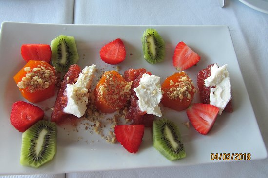Yalier Restaurant: Delicious fruit and jam platter with fresh pumpkin and figs