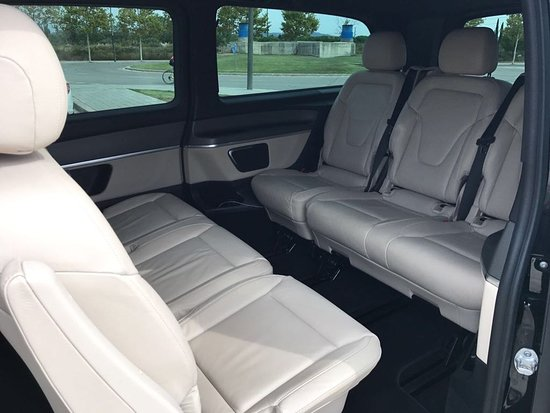 Transfer Vip Barcelona: Get comfortable on the leather seats