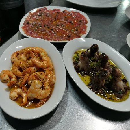 Terrazzo Ristorante & Bar : ENTREES, CAPACCIO CAMARONES AL AJO Y PULPOS BABY.