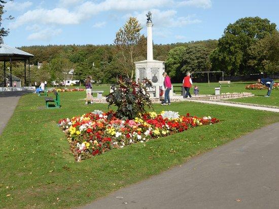 Colliston Park: War Memorial & Gardens