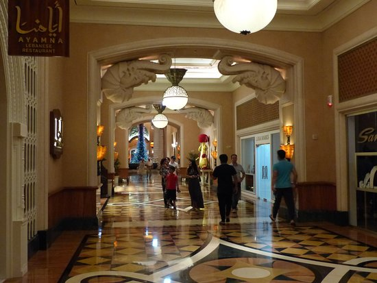 Atlantis, The Palm: prunkvolle Gänge zur Lobby
