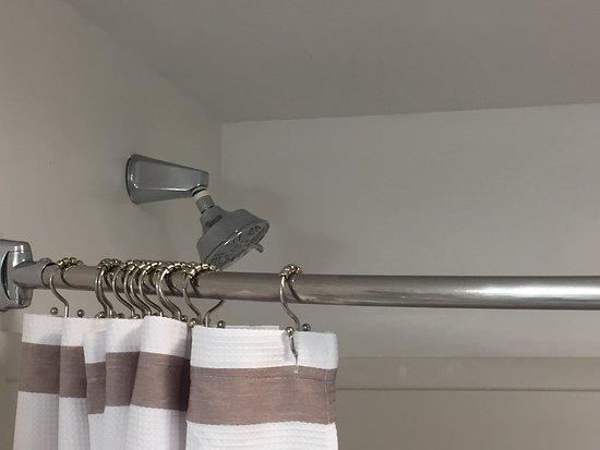 Cape Arundel Inn & Resort: Shower head attachment