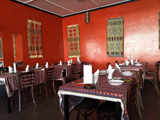 El Attar Middle Eastern Grill : Inside the restaurant. It is huge inside and would be great for a party!