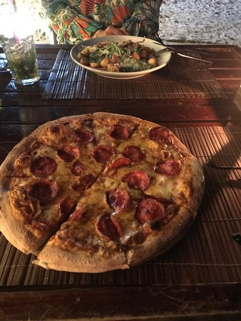 LINK Cuisine & Lounge: Great Pepperoni pizza and Caesar Salad