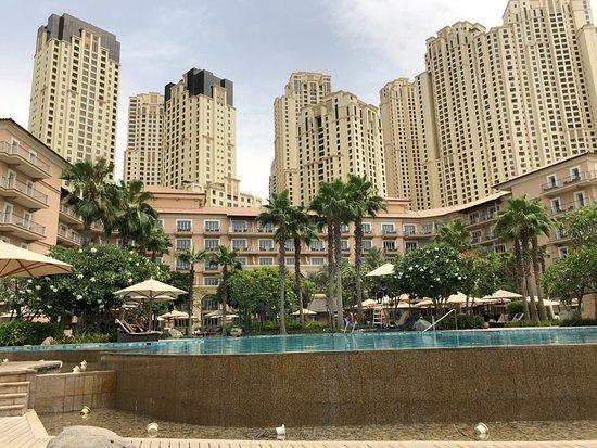 โรงแรมเดอะริทซ์คารตันดูไบ: View of JBR and Resort from Ritz Beach