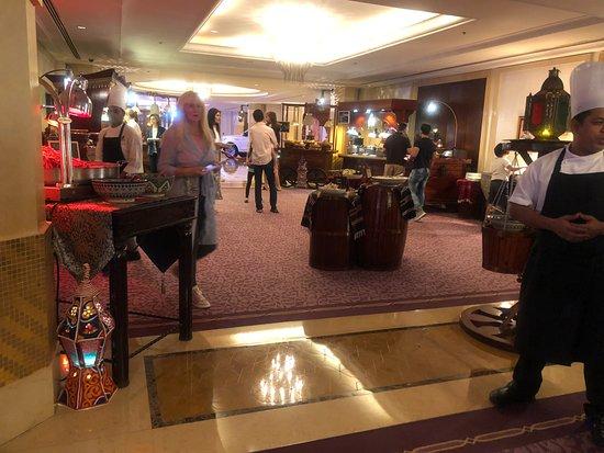 โรงแรมเดอะริทซ์คารตันดูไบ: Iftar Buffet
