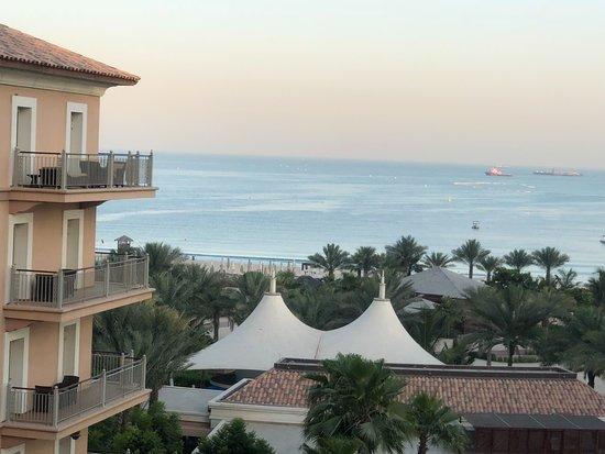 โรงแรมเดอะริทซ์คารตันดูไบ: Morning View from Room
